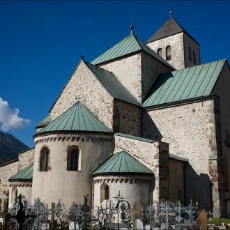 Alte Kirche mit Friedhof